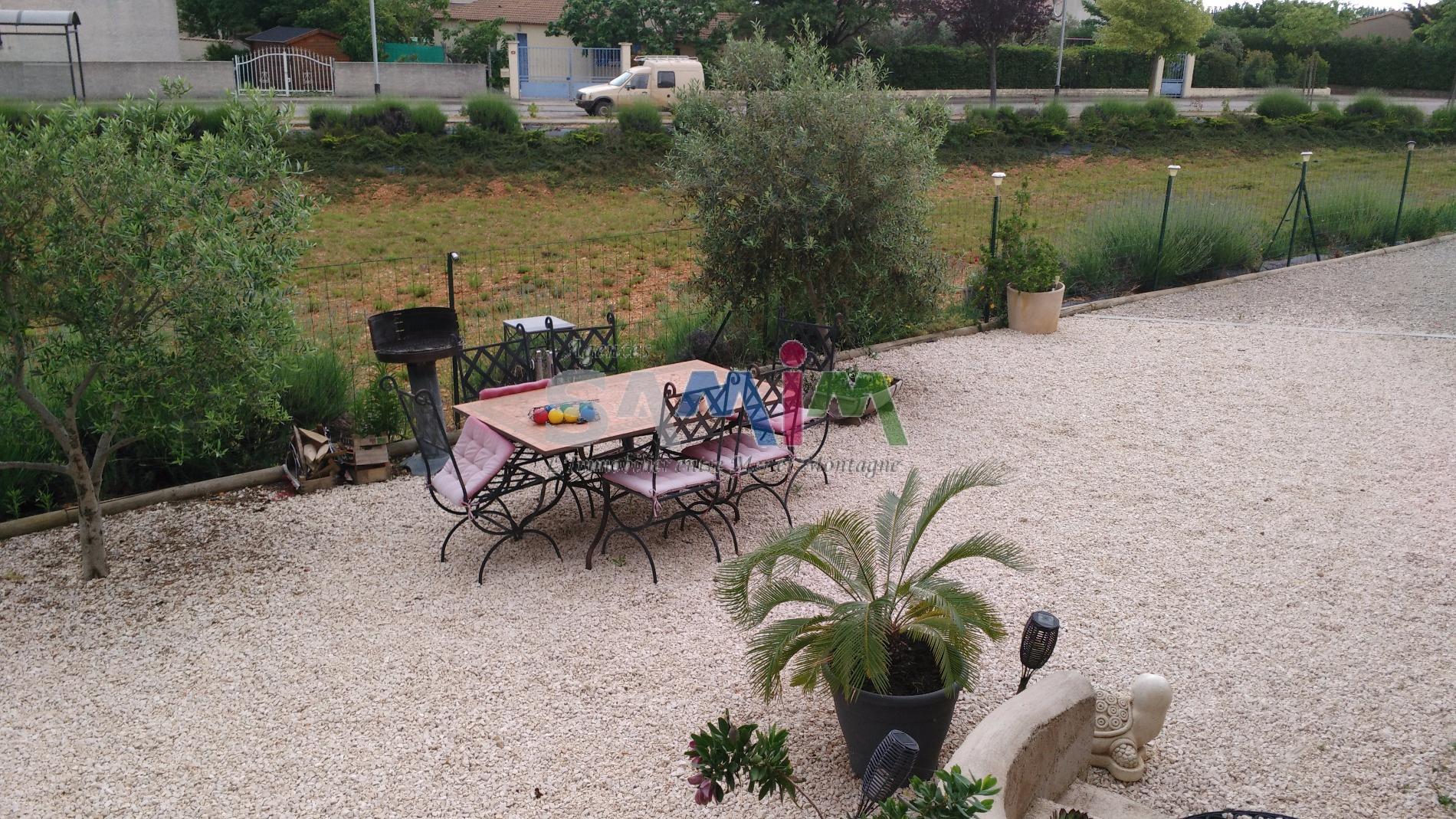 A vendre villa 110 m en petite camargue vauvert for Garage des canaux vauvert